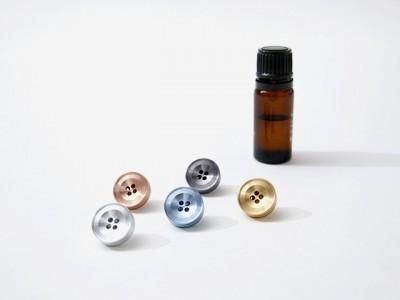 detail 2187 1474882310 400x300 【NEW プロダクト】香りを身につけるボタン型ピンズ「ALMA(アルーマ)」